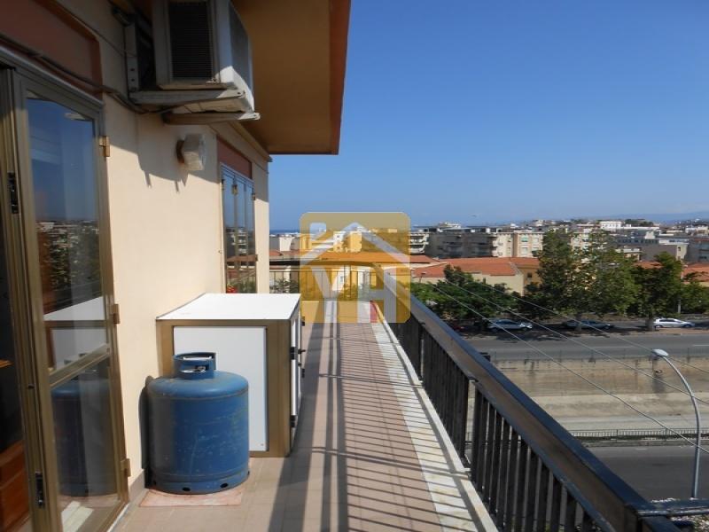 Reggio Calabria vicino centro città. Quinto piano. Luminoso.